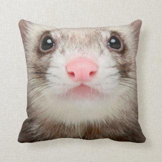 Hurón del mascota de la almohada