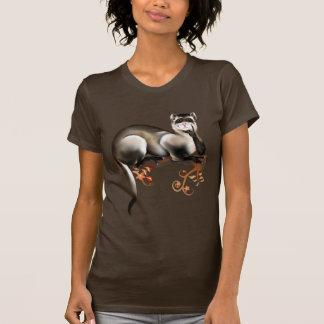 Hurón en una camiseta de la rama playeras