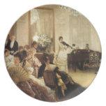 Hush a una mujer joven que toca el violín platos para fiestas