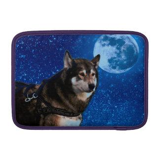 Husky siberiano y la luna azul funda macbook air