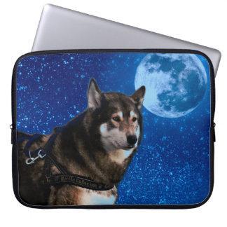 Husky siberiano y la luna azul fundas computadoras