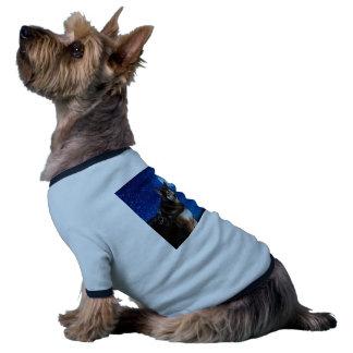 Husky siberiano y la luna azul camiseta con mangas para perro