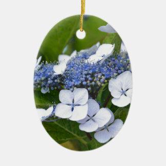 Hydrangea azul adorno navideño ovalado de cerámica
