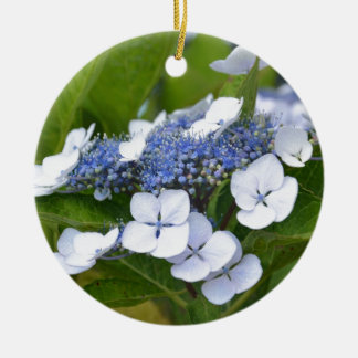 Hydrangea azul adorno navideño redondo de cerámica