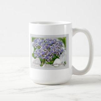 Hydrangea azul del cordón de las bendiciones del taza clásica