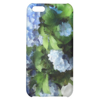 Hydrangea azul en la cerca blanca