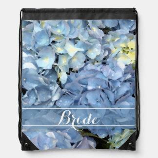 Hydrangea azul que casa la mochila nupcial del laz