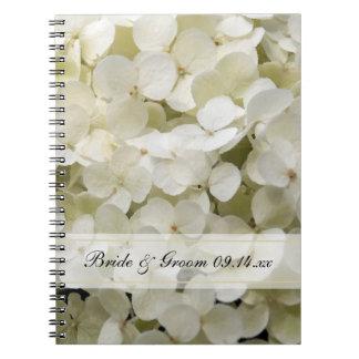 Hydrangea blanco que casa el cuaderno espiral