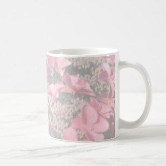 Hydrangea. Flores rosadas. Colores en colores Taza De Café