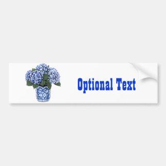 Hydrangeas azules en un pote de cerámica floral pegatina para auto