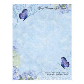 Hydrangeas azules, mariposa y floral moderno del r plantilla de membrete