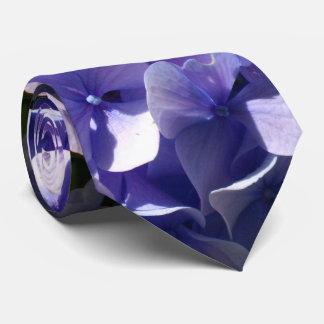Hydrangeas púrpuras corbata