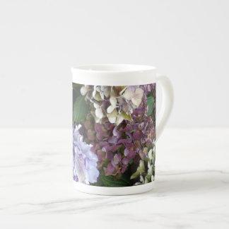 Hydrangeas púrpuras de 1 azul de la lavanda taza de porcelana