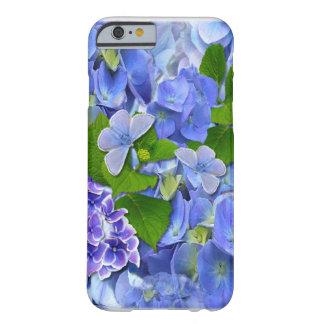 Hydrangeas y mariposas azules