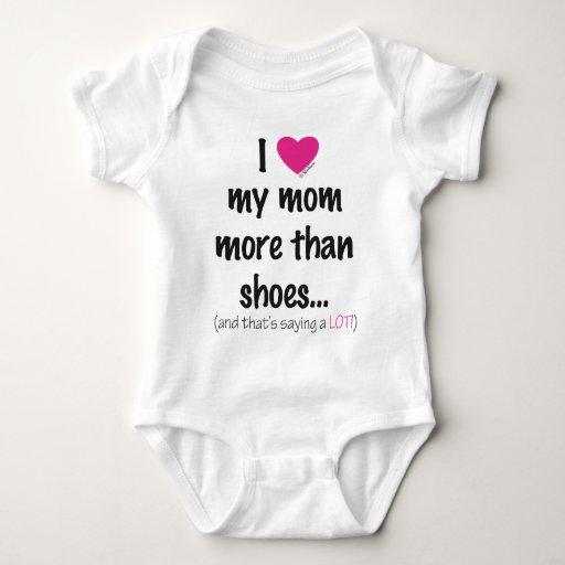 ¡I amor del corazón mi mamá más que los zapatos! Playera