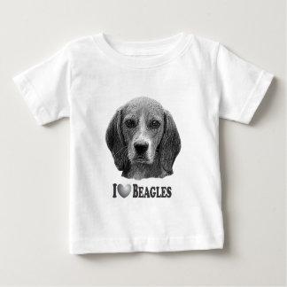 I beagles del corazón con el retrato del beagle camisetas