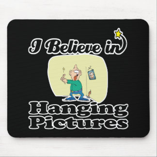 i believe in hanging pictures mousepad