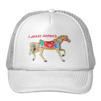 I caballo alrededor. Potro del carrusel Gorras