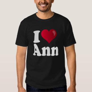 I camiseta oscura de Ana Romney del corazón Poleras