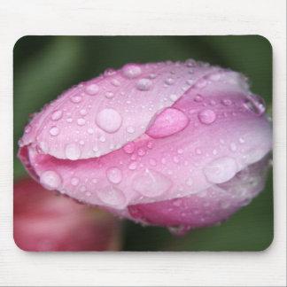 I cojín de ratón rosado del tulipán del corazón tapete de raton