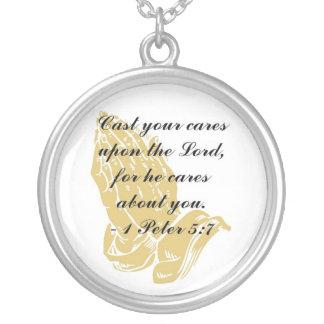 I collar del 5:7 de Peter