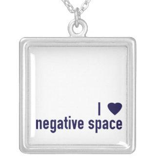 I collar negativo del espacio del corazón
