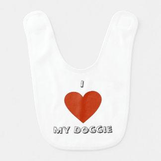 I corazón (amor) mi babero del perrito