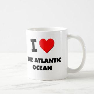 I corazón el Océano Atlántico Tazas