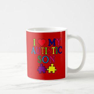 I corazón mi hijo autístico taza básica blanca