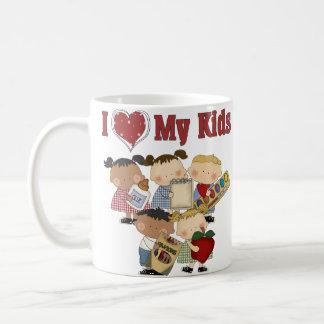 I corazón mi regalo del profesor de los niños taza
