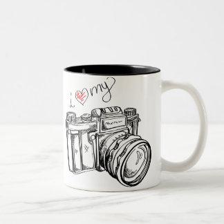 I corazón mi taza de café blanco y negro de la cám