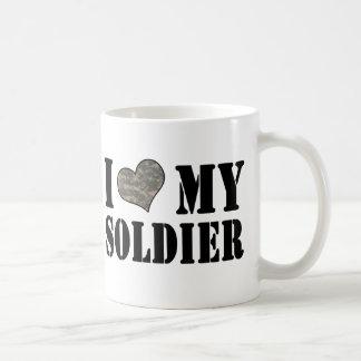 I corazón mi taza del soldado