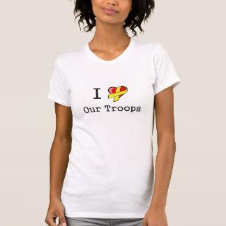 I corazón nuestra camiseta de las tropas