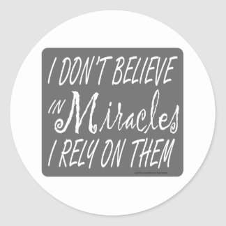 I DON'T BELIEVE IN MIRACLES I RELY ON THEM T-SHIRT CLASSIC ROUND STICKER