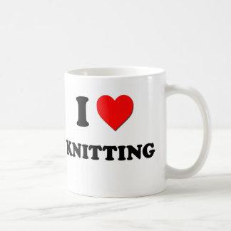 I el hacer punto del corazón taza de café