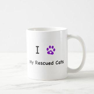 I gatos rescatados corazón taza de café