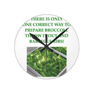 i hate broccoli round clock