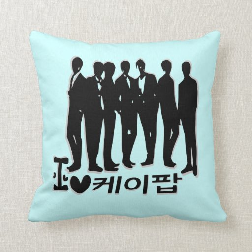 I heart  kpop in korean language  Throw Pillow