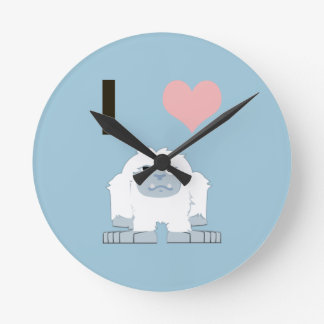 I heart yeti round clock