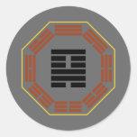 "I Hexagram 18 Ku ""restauración "" de Ching Etiqueta Redonda"