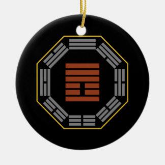 """I Hexagram 25 Wu Wang """"inocencia """" de Ching Adorno Navideño Redondo De Cerámica"""