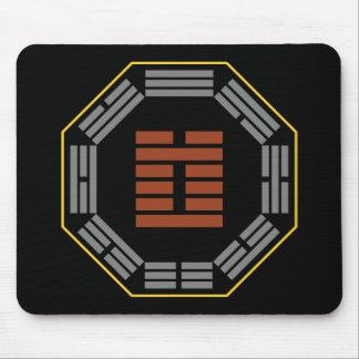 "I Hexagram 3 Chun ""dificultad "" de Ching Mouse Pads"