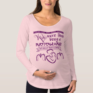 I love being a photographer and a mom maternity T-Shirt