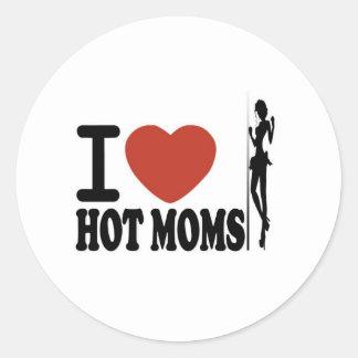 I LOVE HOT MOMS CLASSIC ROUND STICKER