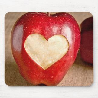 I manzanas del corazón tapete de raton