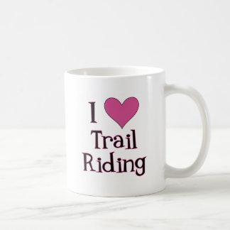 I montar a caballo de rastro del corazón tazas