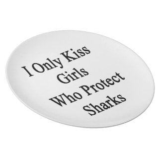 I Only Kiss Girls Who Protect Sharks Dinner Plate