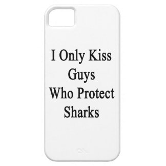 I Only Kiss Guys Who Protect Sharks iPhone SE/5/5s Case