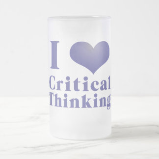 I pensamiento crítico del corazón taza de cristal