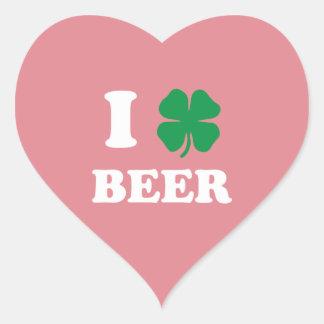 I rosa de la cerveza del corazón pegatina en forma de corazón